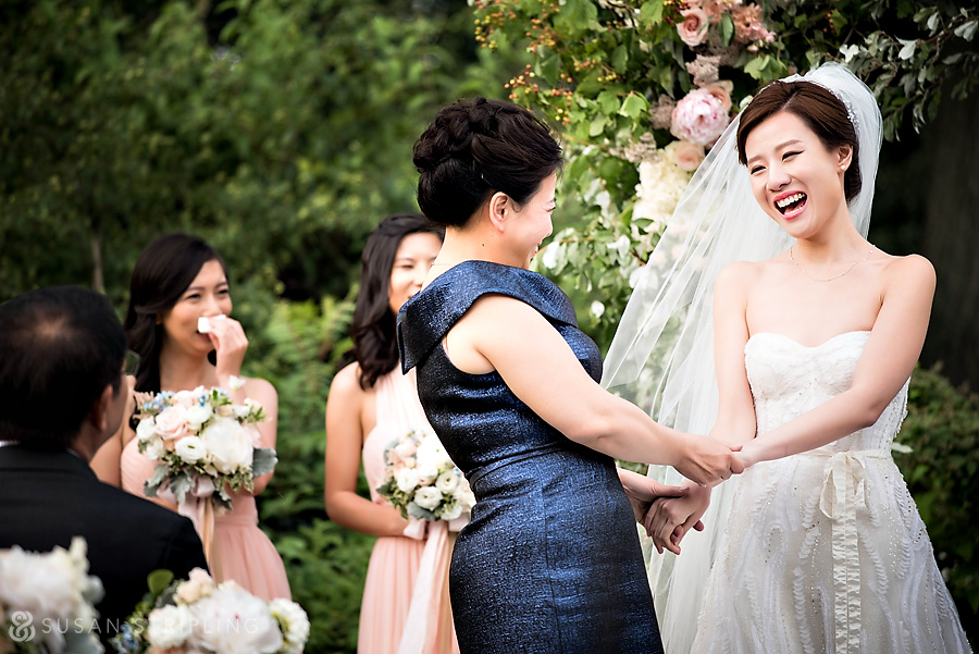ceremony of a brooklyn botanical garden wedding