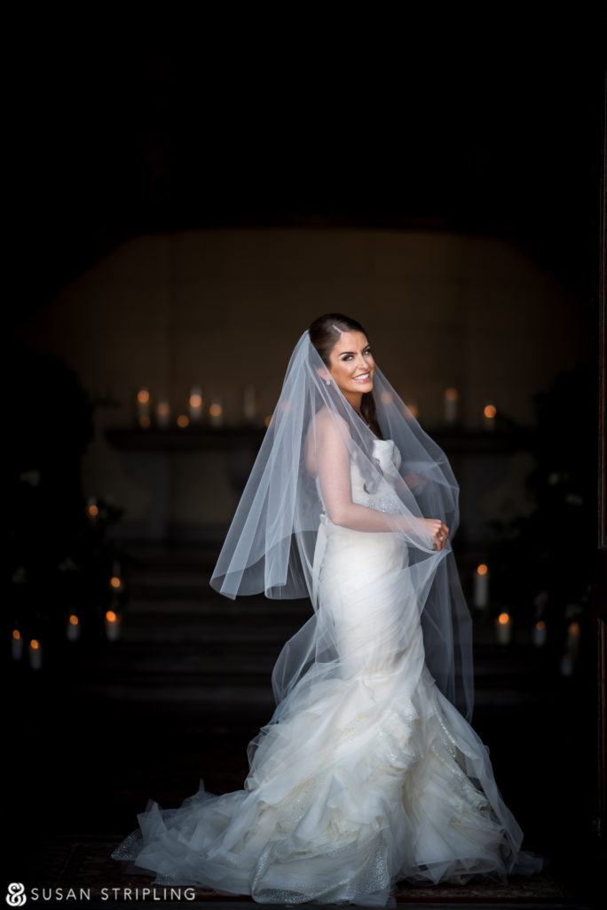 bride in vestibule of oheka castle