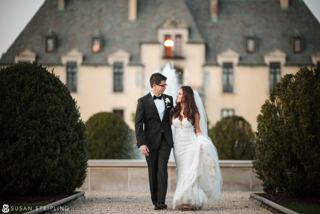 Outdoor Wedding at Oheka Castle photos