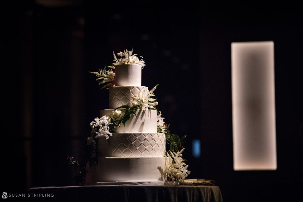 wedding cake at 1 hotel brooklyn bridge