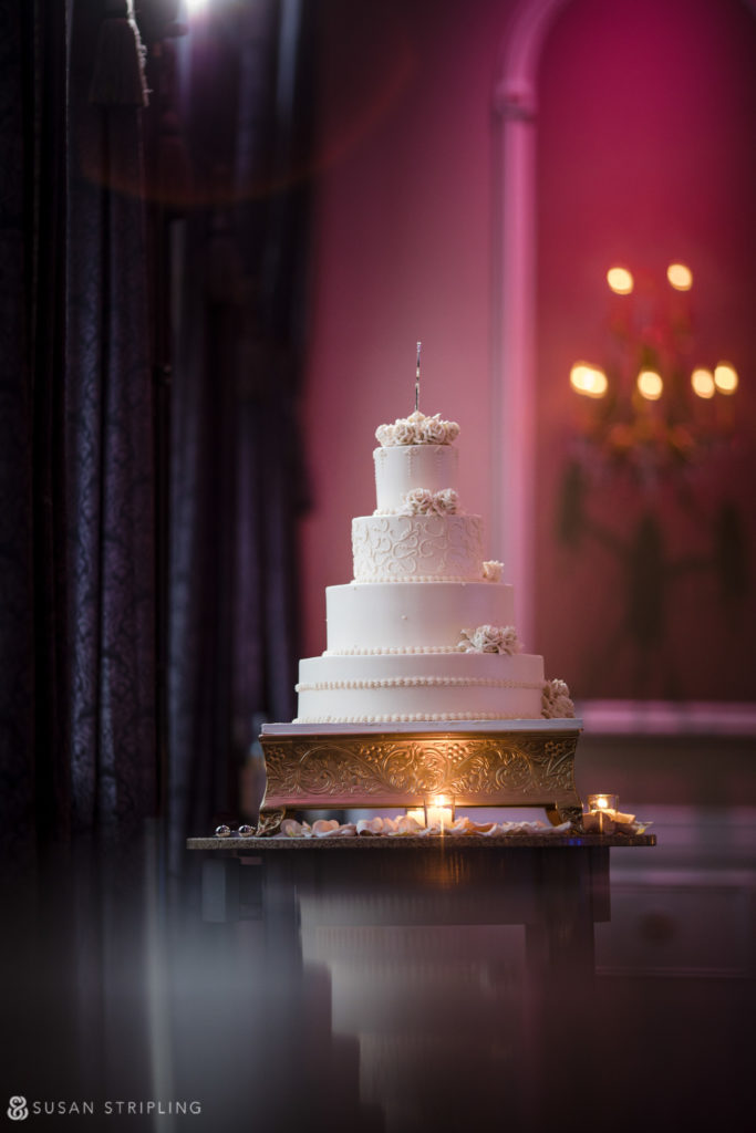 estate at florentine gardens wedding cake